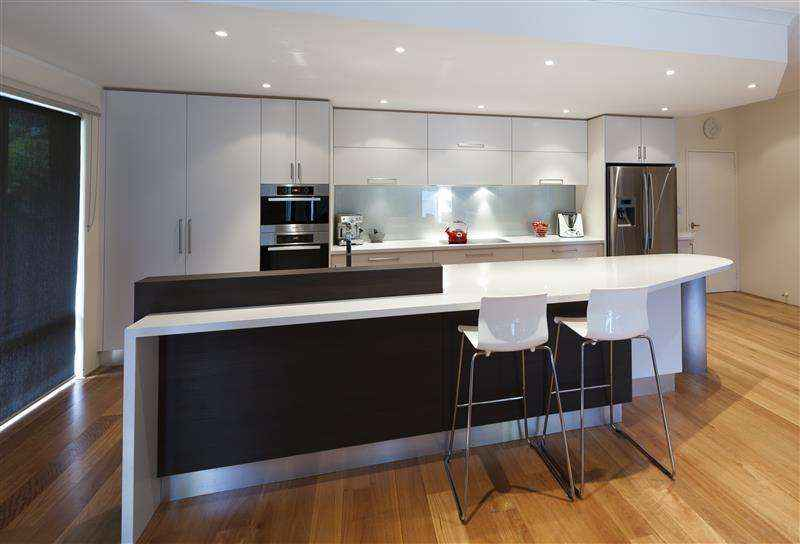White cabinets with breakfast bar & glass splash back