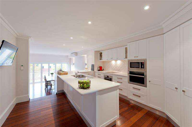 Fremantle kitchen renovation with custom cabinets